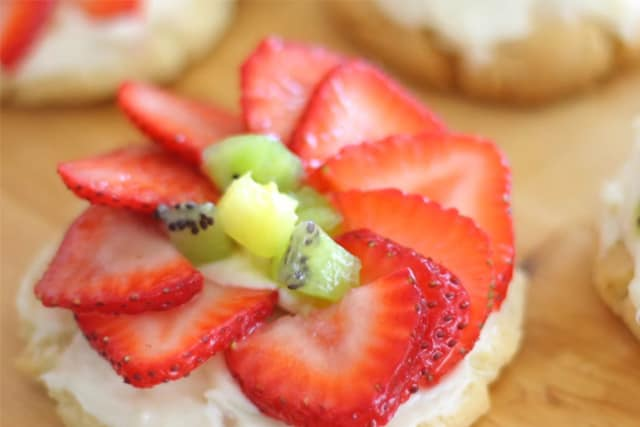 delicious mini fruit pizza with cream cheese filling and sliced fruits