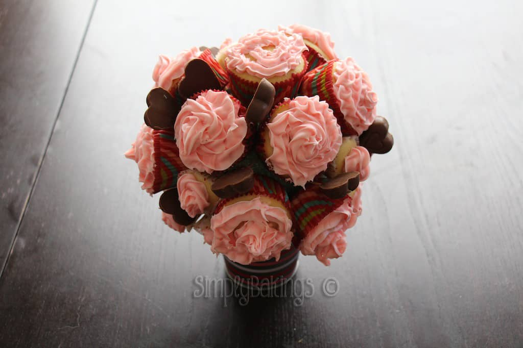 pretty and easy to make vanilla cupcakes bouquet