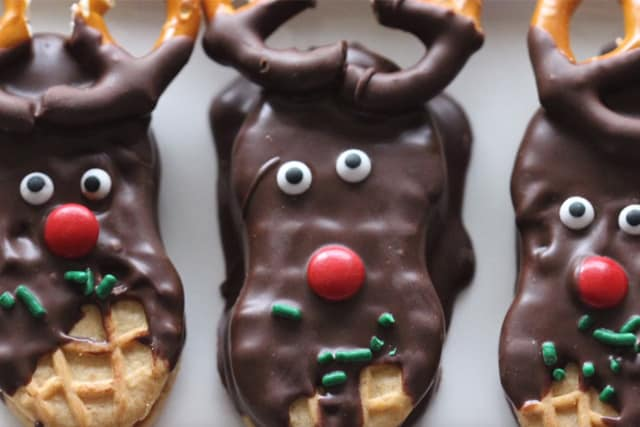 delicious and easy to do reindeer cookies