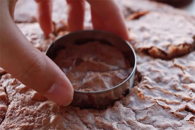 cutting circle brownies using a cookie cutter