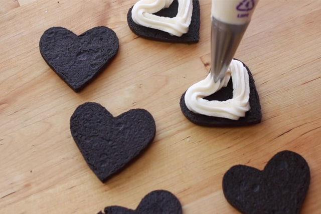 putting cream filling in between oreo cookies