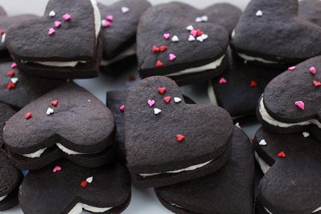 heart-shaped Homemade oreo cookies