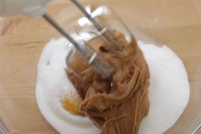 mixing the cookie butter and sugar