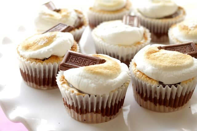 s'mores cupcakes with hershey's chocolate bars