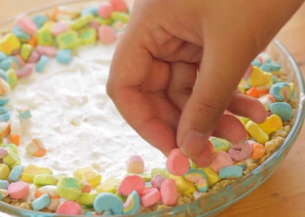 decorating lucky charms cheesecake with lucky charms cereal