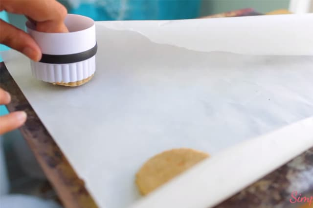 cutting out circle cookies using a circle cookie cutter