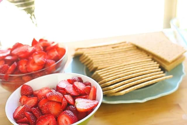 strawberries and graham crackers