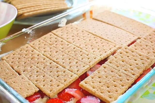 graham crackers and strawberries