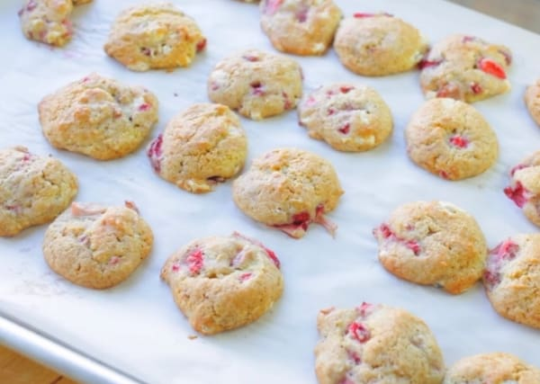 baked strawberry shortcake cookies