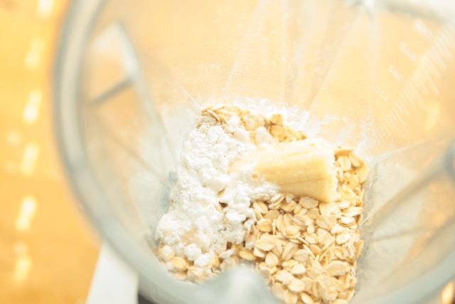 oats, banana in blender
