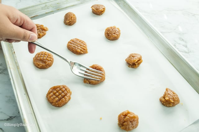 doing a crisscross pattern onto the keto peanut butter cookies using a fork