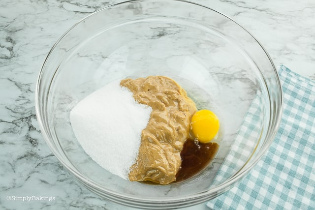 egg, peanut butter, vanilla and sweetener in a clear bowl for keto peanut butter cookies recipe