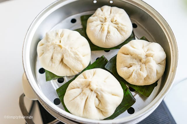 placing the siopao on a steamer