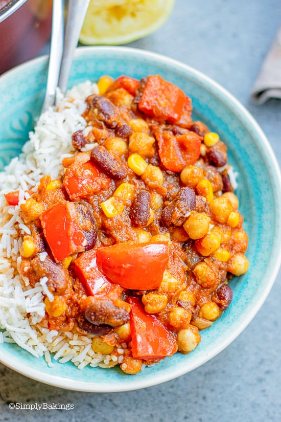 vegan pumpkin chili in a blue bowl