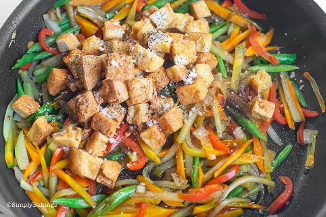 sautéed vegetables added with tofu, mushroom seasoning and black pepper